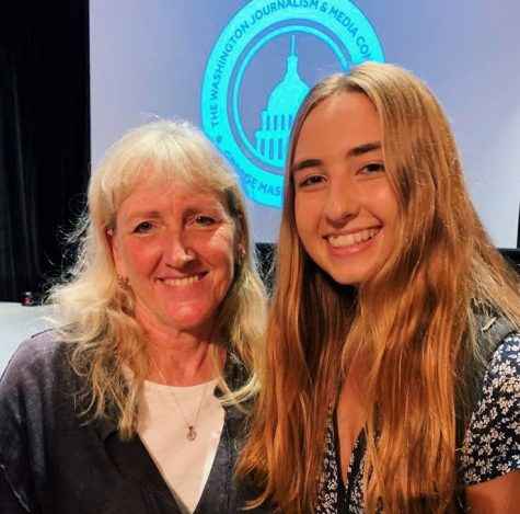 Claire Stowe with Pulitzer prize-winning photojournalist Carol Guzy at the 2019 Washington Journalism and Media Conference